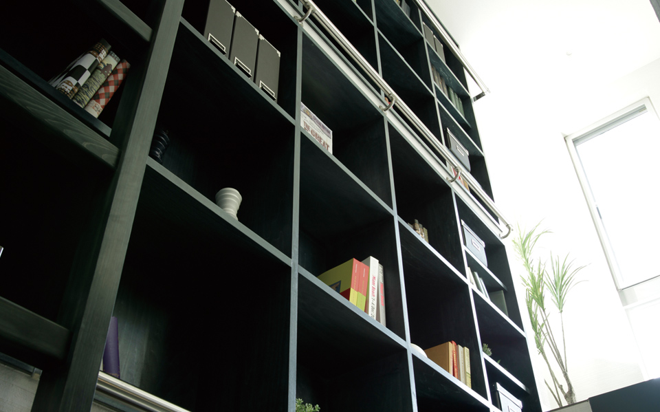 本と暮らす、本一色の家。